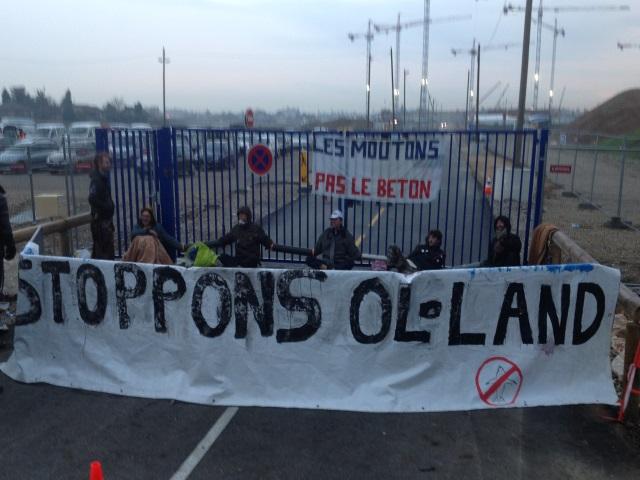 OL-Land et ses opposants en action.
