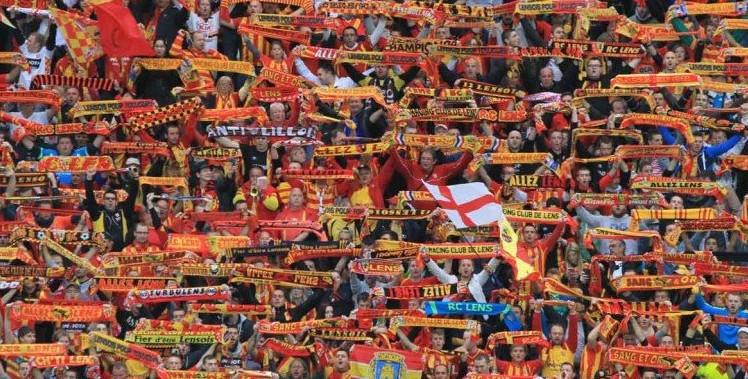 Premier match pour le RC Lens dans le stade Bollaert rénové.